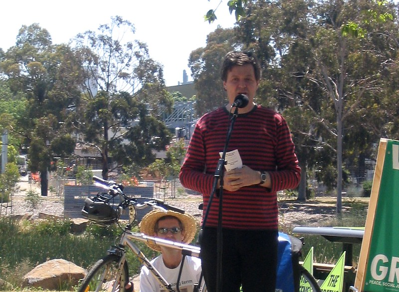 Paul Mees speaking at Royal Park in November 2006