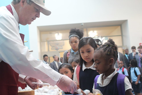 Agriculture Secretary Tom Vilsack serving breakfast to students at Robert E. Lee Elementary