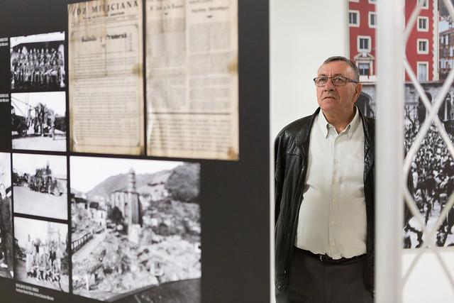 Idoia Mendia inaugura una exposición con motivo del centeneraio de la Casa del Pueblo de Eibar