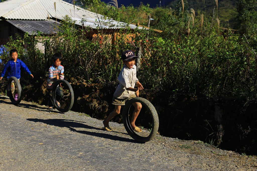 Đội đua làng - Bát Xát