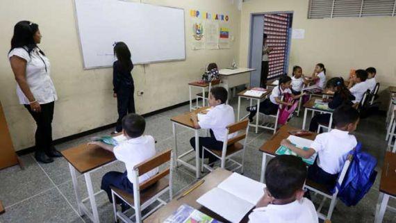 Se suspenden las actividades escolares hasta el próximo Martes en todas las instituciones educativas...