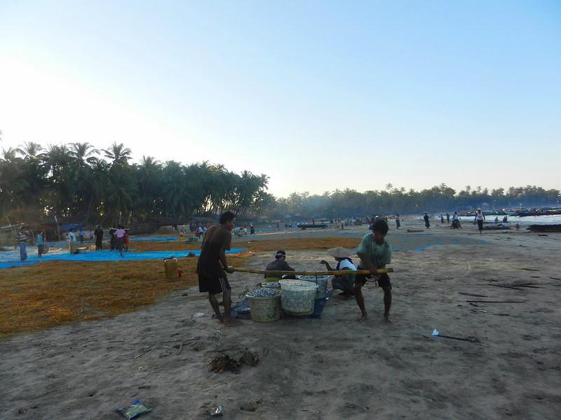 Рыбаки приехалиМьянма