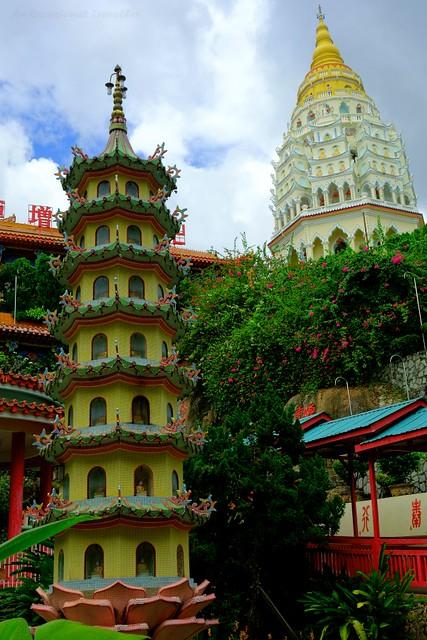 The 2 pagodas of Kek Lok Si Temple