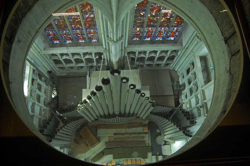 Zicht op interieur Sint-Romboutskathedraal vanaf Sint-Romboutstoren