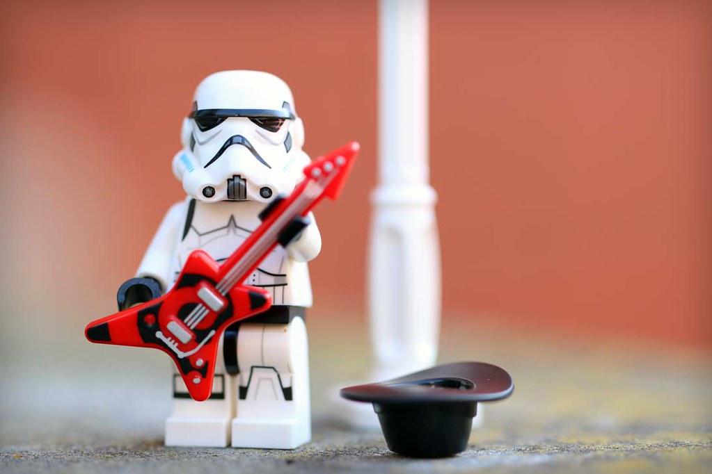 Stormtrooper busking - Frostbricks