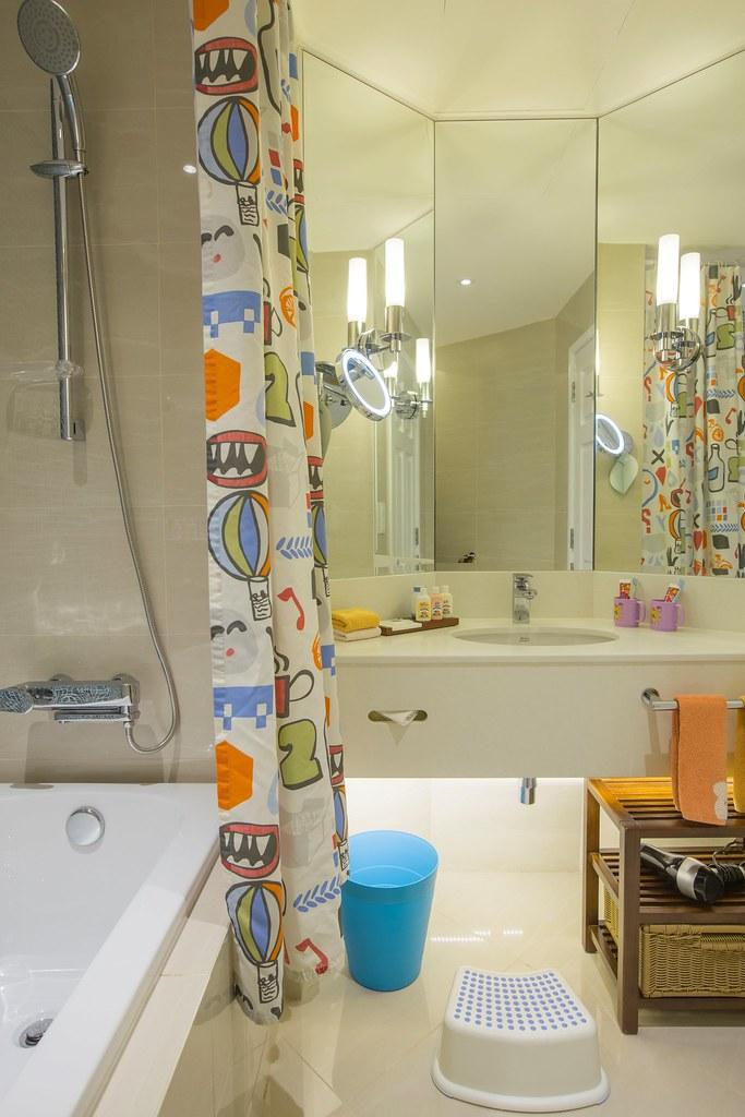 Swissotel Kids Room Bathroom