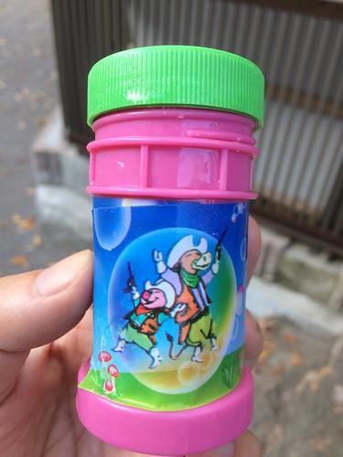 シャボン玉の容器の絵について