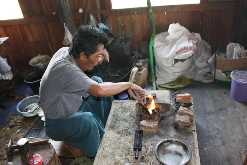 Мьянма, ювелирная мастерская