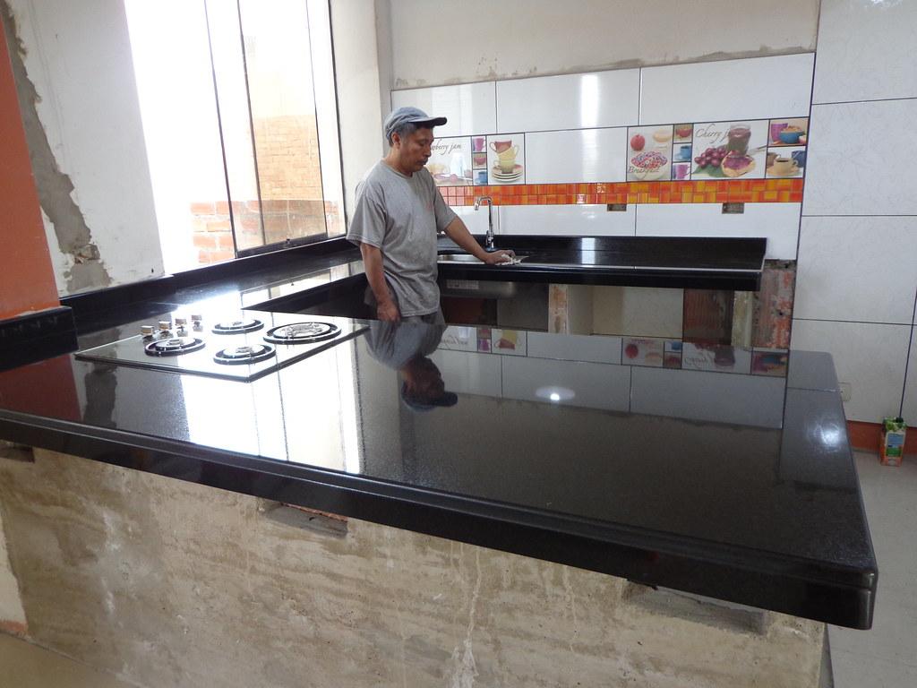 Encimera cocina granito negro absoluto isla encimeras for Marmoles y granitos para cocinas