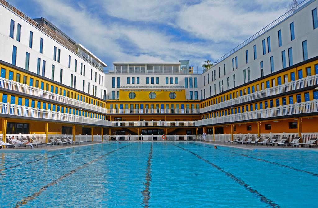 Piscine molitor famous paris pool and hotel daniel for Hotel piscine paris