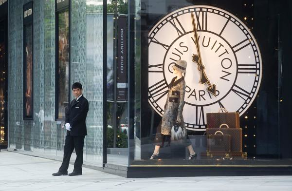 LV closed 3 stores in China: the luxury end of the era of fast money in China