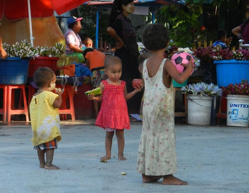 Бирма, дети
