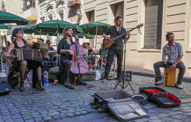Street musicians - Bestias