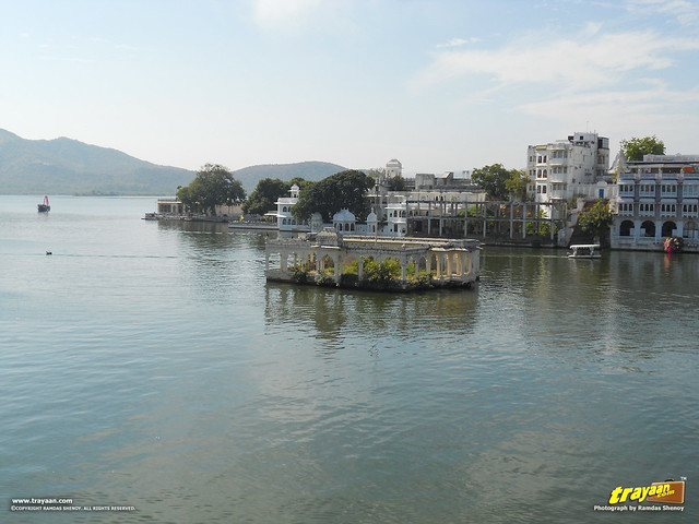 A view of from the boat ride in the Pichola Lake in Udaipur, Rajasthan, India