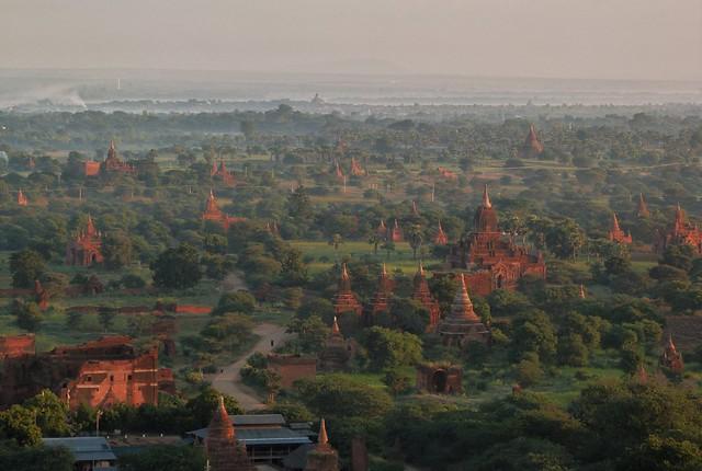 Templos de Bagan a vista de globo (Myanmar)