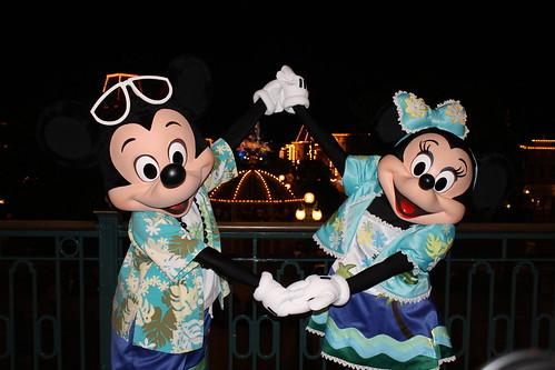 Meeting Beach Mickey and Minnie at Hong Kong Disneyland's Main Street Train Station