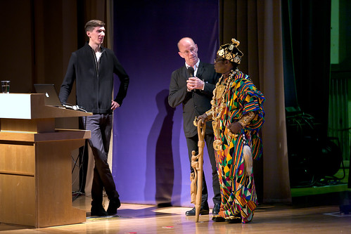 Zimmermann, Erik Spiekemann translating King Bansah | by Sabine GG