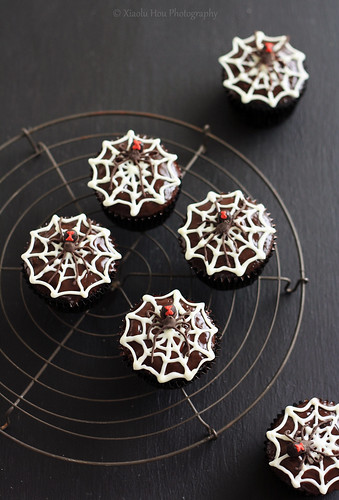 Black Widow Chocolate Rum Cupcakes | by Xiaolu // 6 Bittersweets