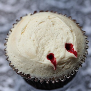 Halloween - Vampire Bite | by Sugadeaux Cupcakes