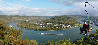 Overlooking a spectacular view of the great winding river Rhine | by B℮n