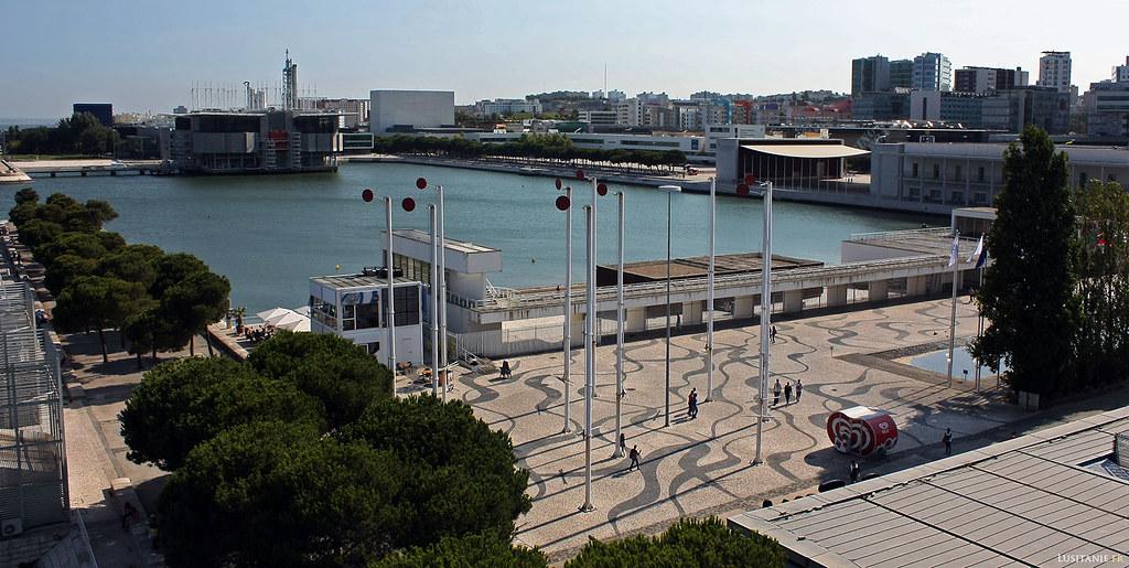 Le plan d'eau devant le Oceanário de Lisbonne.