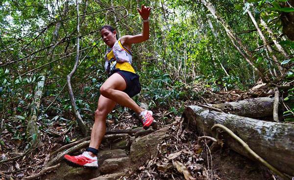 H Stevie Kremer σε μια εντυπωσιακή κατάβαση από τη συμμετοχή της στο Rockyman Multisport Challenge στο Rio De Janeiro στην Βραζιλία!