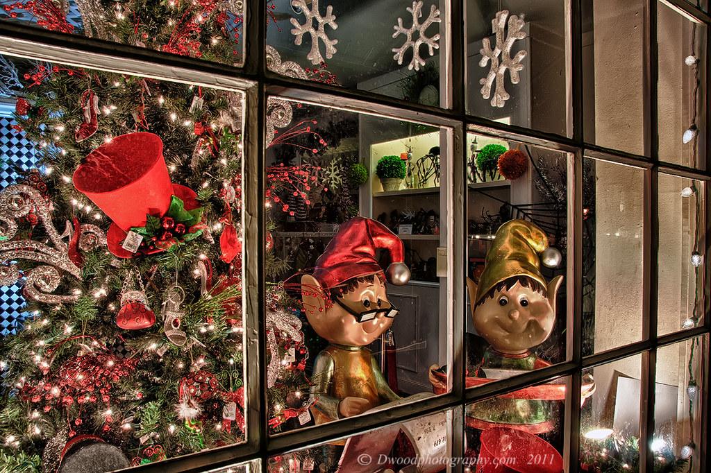 Window wonderland look through the window on black shop for Window wonderland