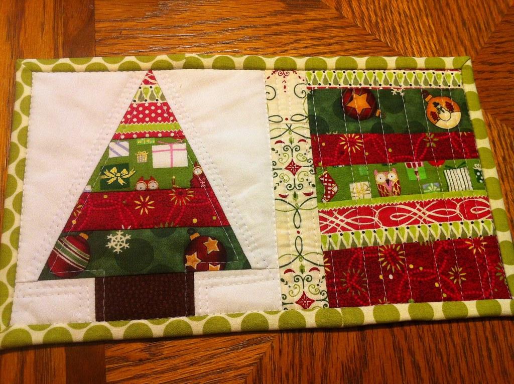 Christmas mug rug front trying to make all of this