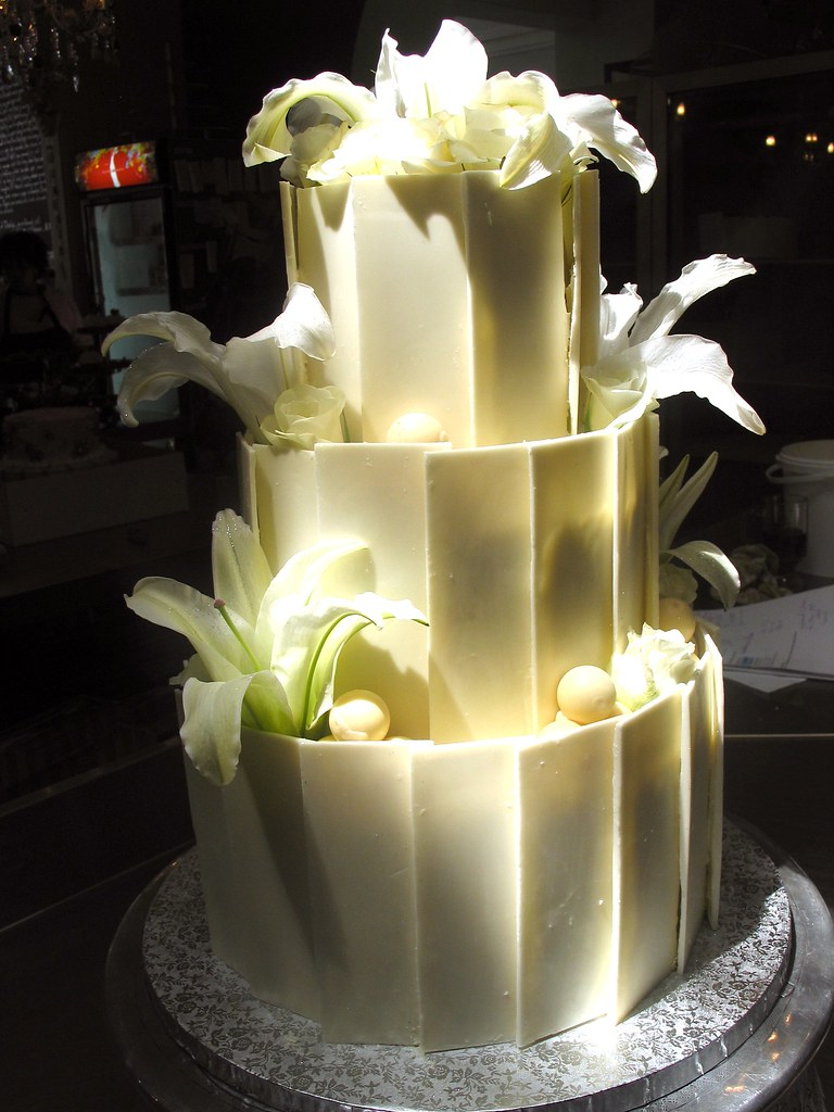 3 tier white chocolate wedding cake recipe 3 tier chocolate wedding cake decorated with white 10354