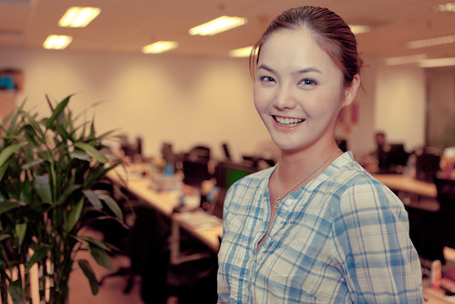 Lovely office worker with a bright smile. | by @yakobusan Jakob Montrasio 孟亚柯