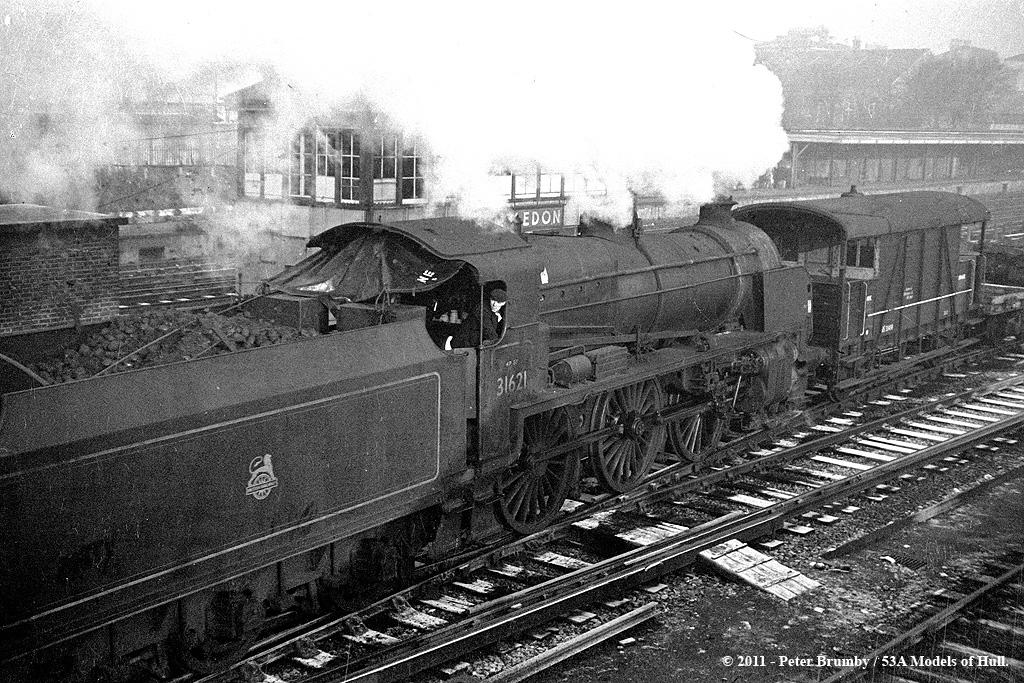 c.12/1959 - Wimbledon, London. | Maunsell U class 2-6-0 ...