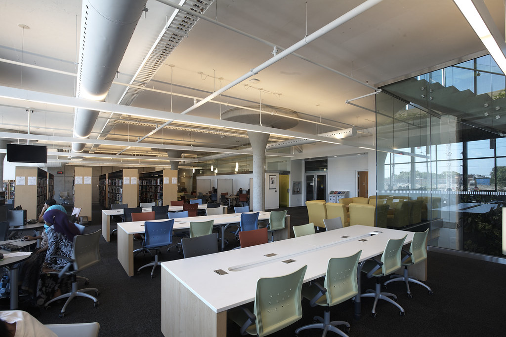 Cummings Library, Fennell Campus | Mohawk College | Mohawk ...