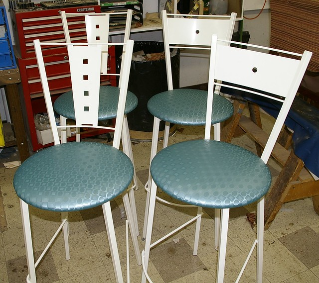 Should Bar Stools Match Kitchen Table Chairs