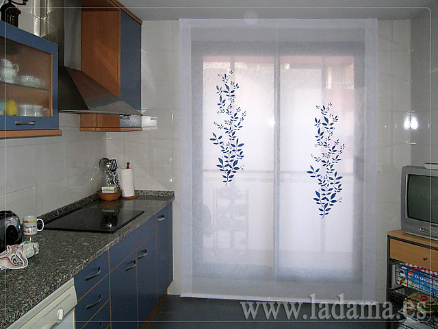 Cortinas para cocina visillos y estores con tejidos for Estores cocina modernos