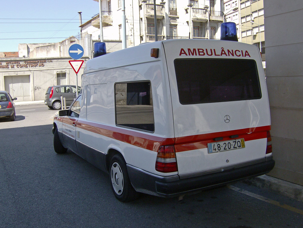 1993 mercedes e class ambulance fiattipoelite flickr for Mercedes benz training and education