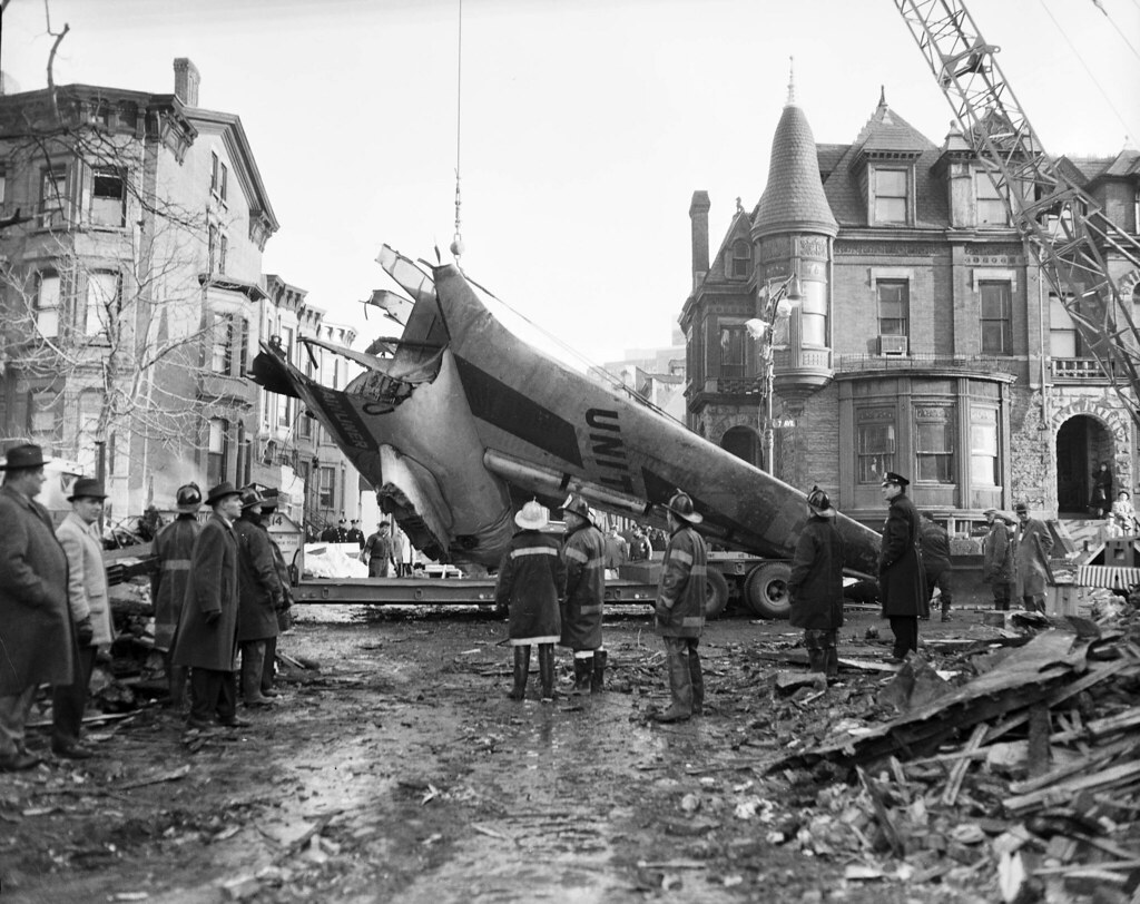 Plane Crash In Brooklyn Dec 16 1960 Fdny Firefighters