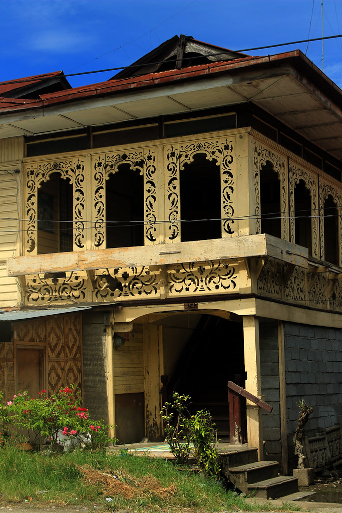 Ancestral house of glan town glan sarangani for Classic house design philippines