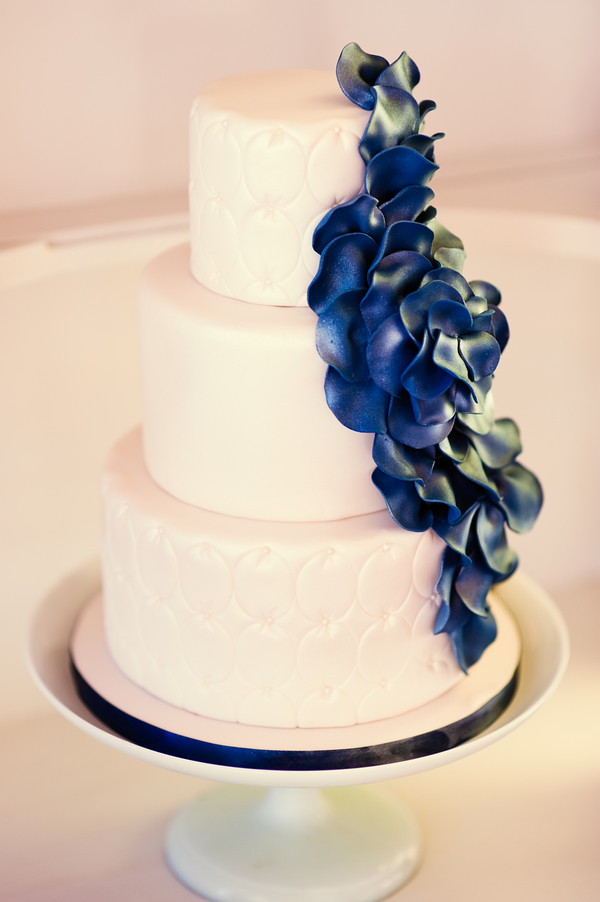 wedding cake with flowers down one side cobalt blue wedding cake gimme some sugar vegas flickr 26880