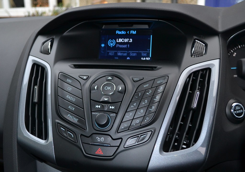2012 ford focus 2 0 tdci titanium x radio cd player and. Black Bedroom Furniture Sets. Home Design Ideas