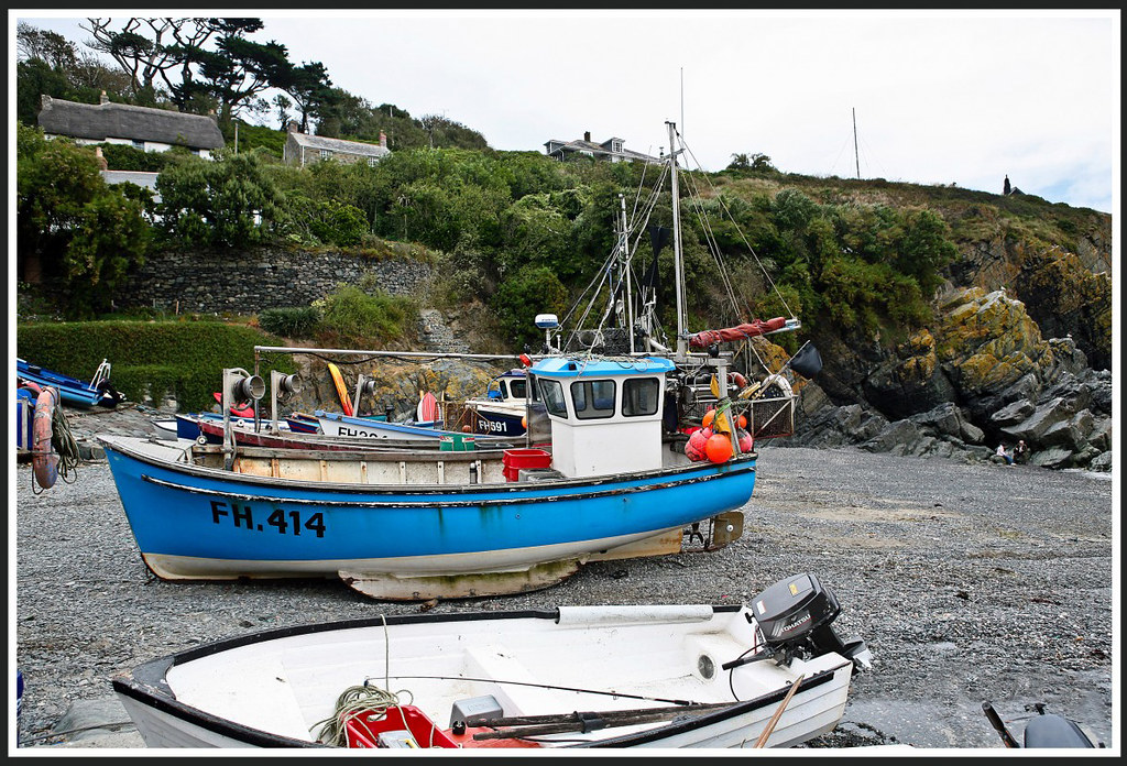 Inshore fishing boats cadgwith cornwall inshore for Inshore fishing boats
