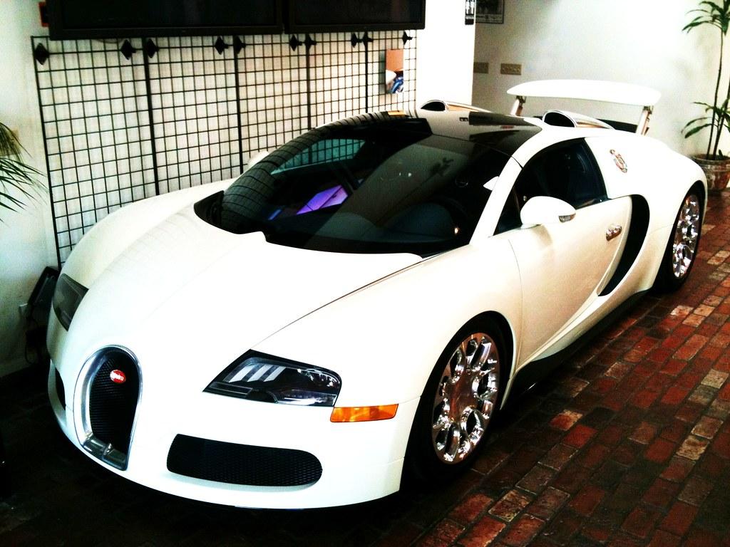 bugatti veyron grand sport 2 5 million dollar bugatti. Black Bedroom Furniture Sets. Home Design Ideas