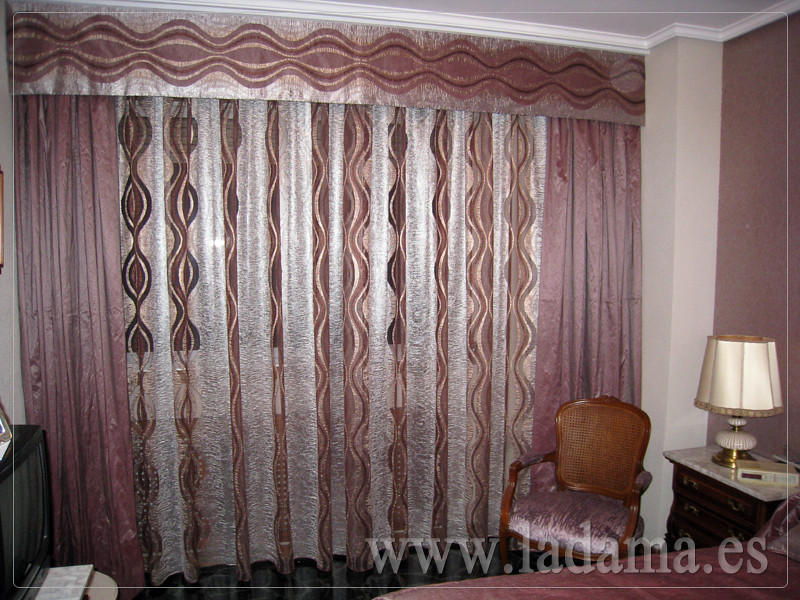 Decoraci n para dormitorios cl sicos cortinas con dobles for Cortinas cortas para dormitorio
