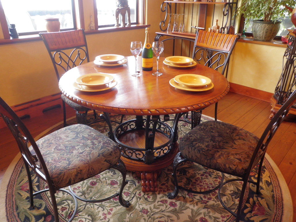 9 dining room table sets 20 images robyn white for Dining room outlet reviews