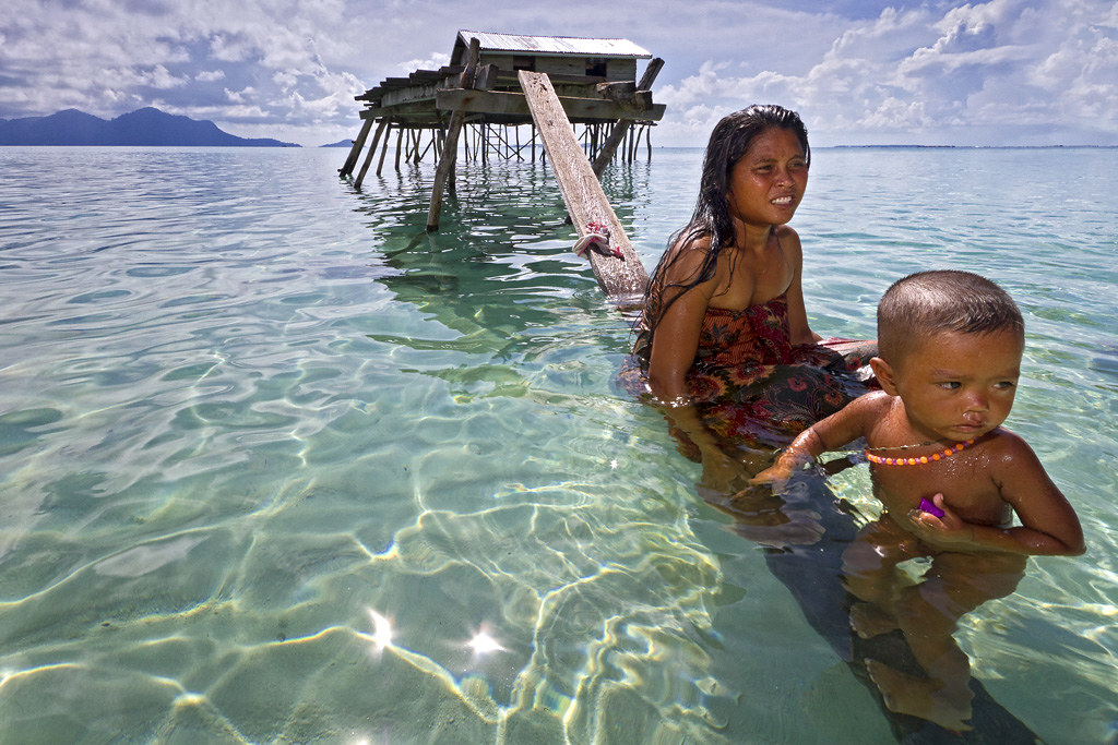Mother & Child (The Bajau Laut) | The Bajau or Bajaw, also s ...