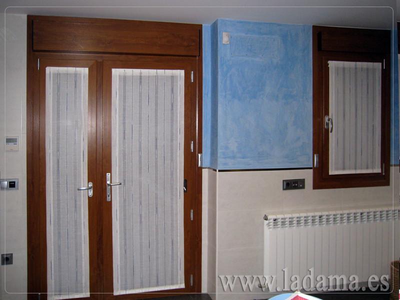 Cortinas para cocina visillos y estores con tejidos color for Cortinas para puerta cocina