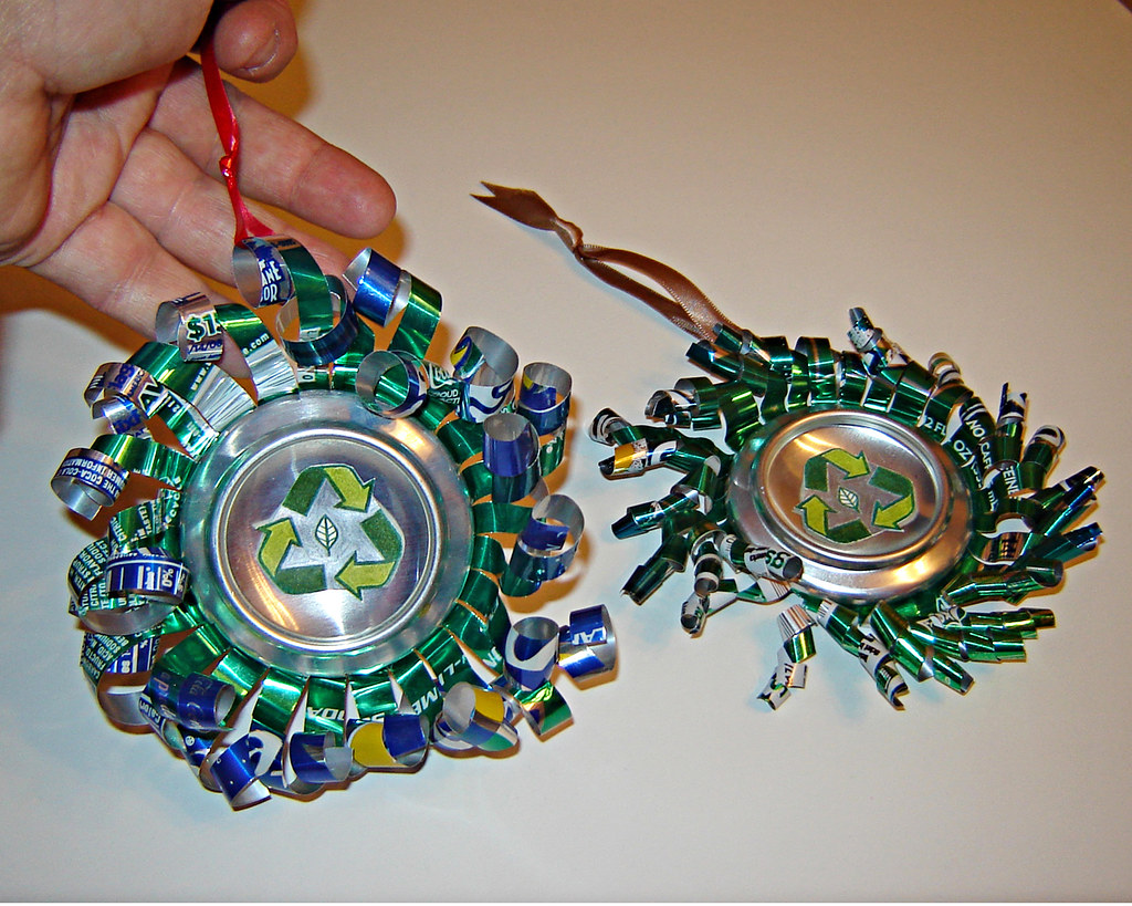 Aluminum can ornaments recycled of course i gave for Aluminum can decorations