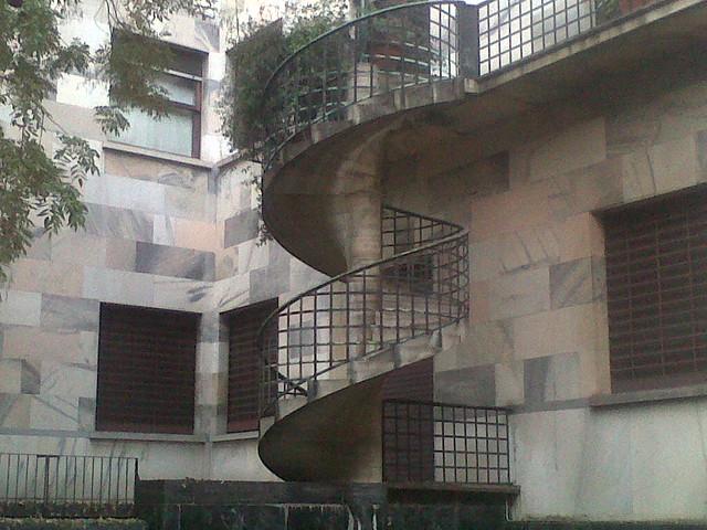 Portaluppi la scala a chiocciola della casa di viale for Casa scala a chiocciola