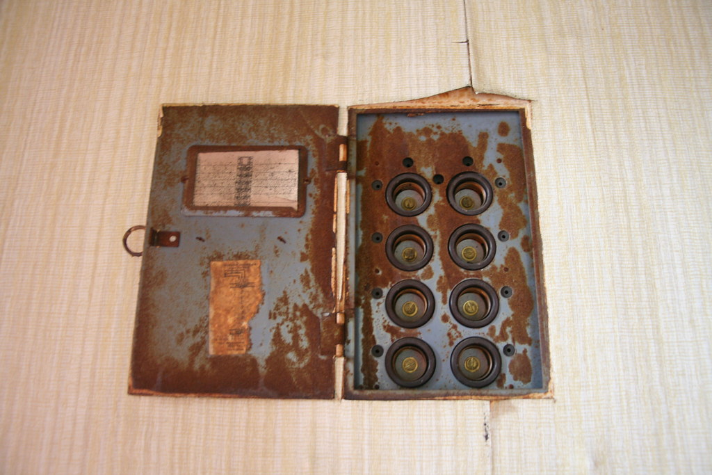 screw type fuse box in the era before circuit breakers. Black Bedroom Furniture Sets. Home Design Ideas
