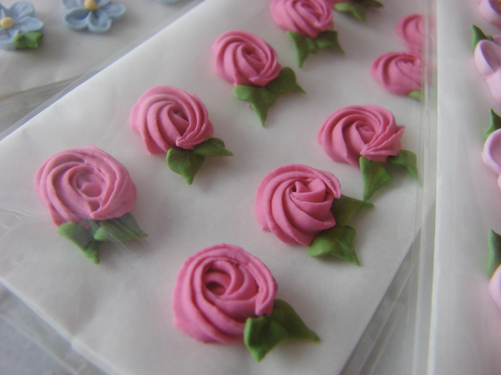 how to make royal icing flowers for wedding cakes royal icing flowers1 rosettes www tammabley 15982