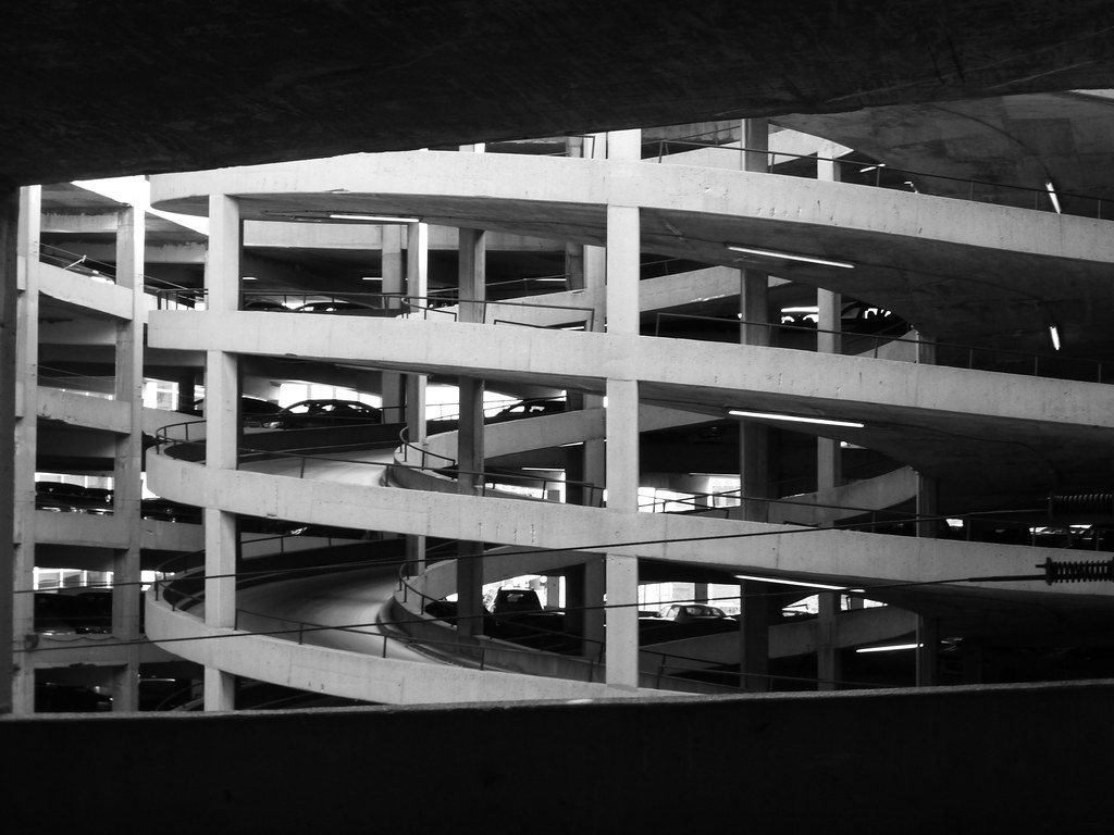 Spiral ramp in america 39 s center parking garage st louis for Garage ford saint louis